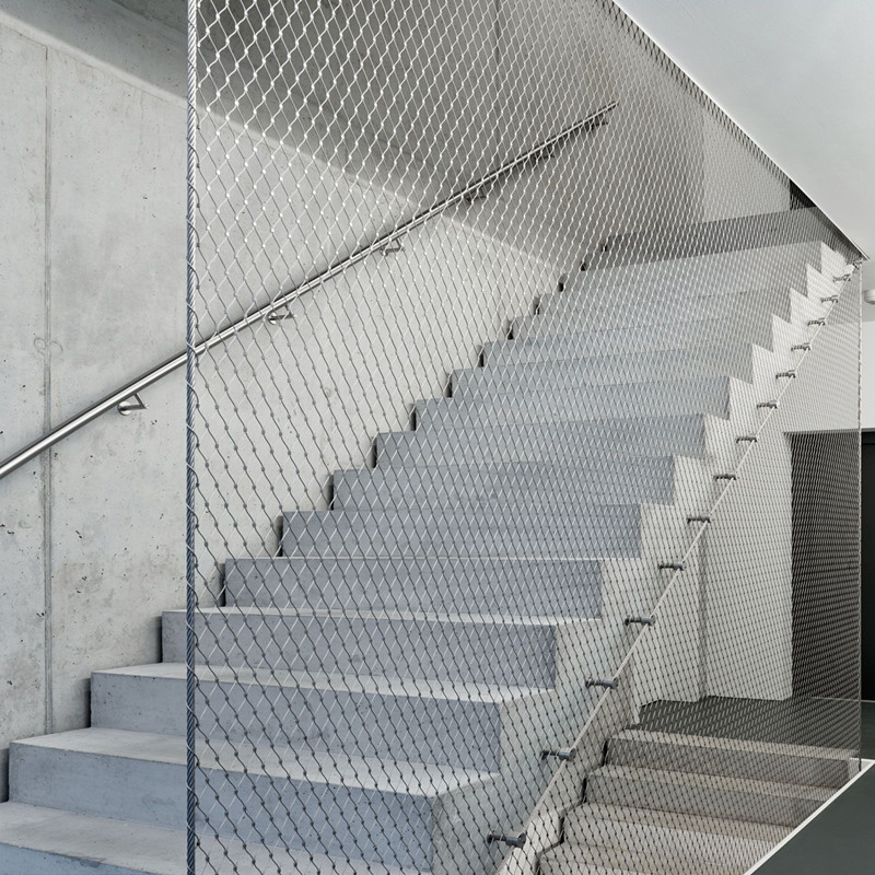 Staircase protection mesh